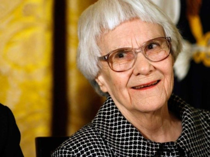Muere Harper Lee.