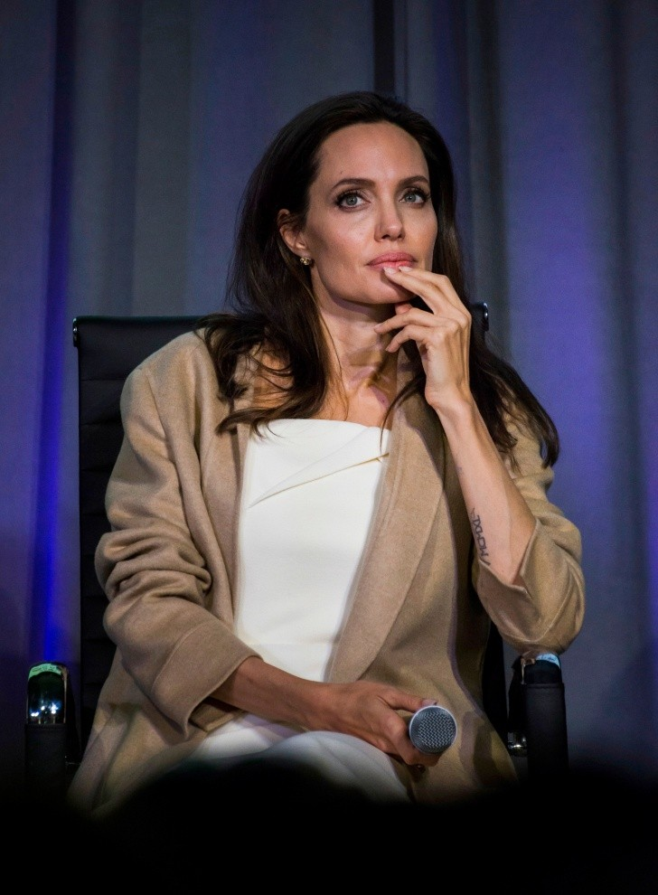 Angelina Jolie - Angelina Jolie appears at the Women in the World Summit in Toronto, on Monday, Sept. 11, 2017. (Christopher Katsarov/The Canadian Press via AP) Canada Women in the World Summit - MANDATORY CREDIT